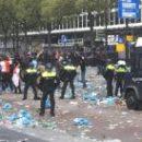 Полиция водометами разгоняет тысячи фанатов Фейеноорда после разгрома в дерби