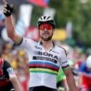 Скандал на Тур де Франс: дисквалификация за удар локтем