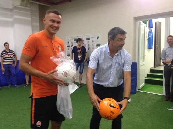 Хавбек Шахтера посетил тренировку ДФК Чемпион Сергея Кандаурова