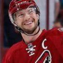 НХЛ: Капитан Аризоны завершил карьеру
