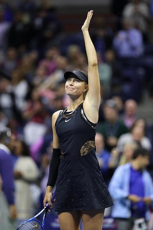 Платье Шараповой признали лучшим: с рукавом или без?