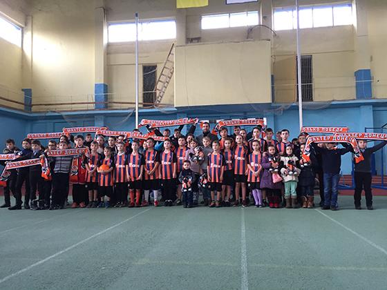 Дарио Срна в Харькове встретился с детьми-переселенцами